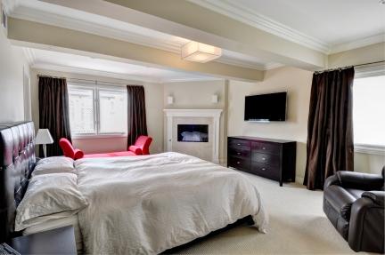 432 7th master bedroom